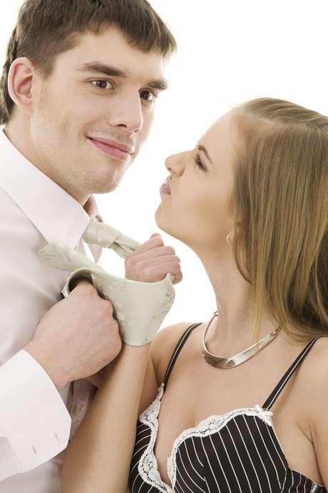 <p><strong>Acomodar-se</strong><br />Ficar confortável demais e não parecer nada com quem você era no início do relacionamento é algo que desagrada qualquer mulher. Sentir-se bem ao lado dela é algo positivo, mas ganhar peso e passar a não se importar nem um pouco com sua aparência quando irá vê-la provavelmente fará com que sua namorada repense se de fato quer sair com você</p>