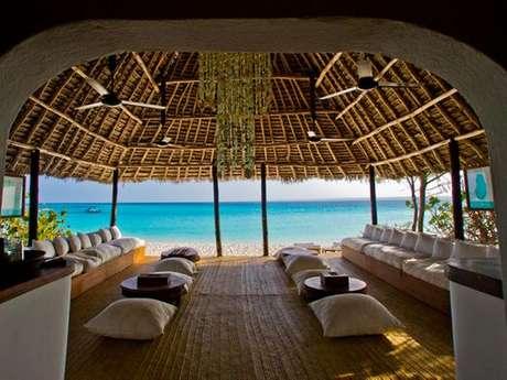 <p>SEm tecnologia o resort oferece contato direto com a natureza com muito luxo</p>