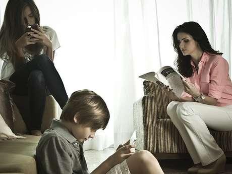 Lisandra Souto ao lado dos filhos Yasmin e Yago, da relação com Tande
