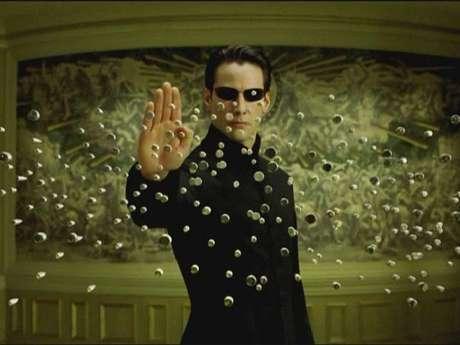 <p>Keanu Reeves. La saga de Matrix no solo recaudó una exorbitante cifra de dinero en la taquilla. La segunda y tercera parte (2003) le dieron a su protagonista, Keanu Reeves, la suma de 30 millones de dólares, solo en salario. Sin embargo, se sabe que por regalías de la marca, Reeves habría recibido la suma total de 156 millones de dólares.</p>