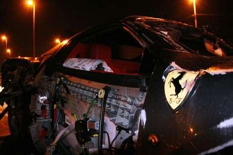 <p>O veículo é do modelo 458 Spider, avaliado em cerca de R$ 2 milhões</p>