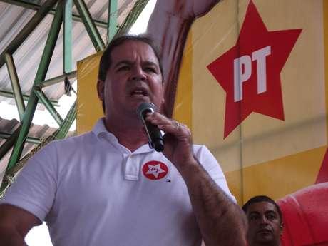 Tião Vianna durante a campanha de 2010