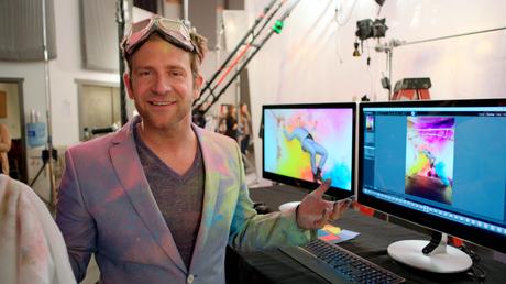 <p>Chase Jarvis disse que realizou um sonho ao se ver flutuando entre nuvens coloridas</p>