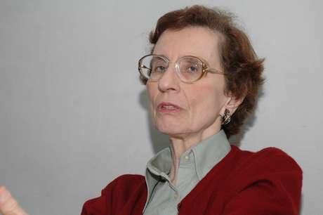 Anita Leocádia Prestes contesta homenagem ao líder comunista Luiz Carlos Prestes e diz que o pai não estaria de acordo com o atual governo e as medidas aprovadas pelos parlamentares