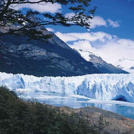 <p>No caminho, após passar pela cidade de Esquel, outro ponto imperdível, que atrai turistas do mundo inteiro. Trata-se do impressionante Glaciar Perito Moreno, com sua grande camada de gelo que cria um visual estonteante</p>