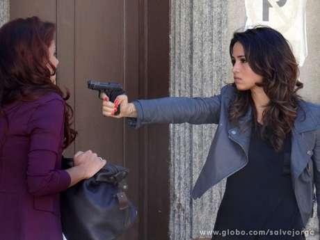 Morena aponta arma para Rosângela