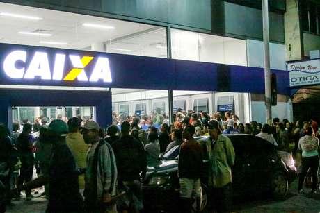 Em Nova Iguaçu (RJ), os beneficiários também se deslocaram ao banco