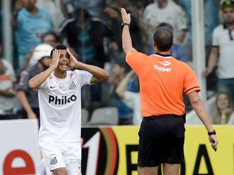 <p>Cícero criticou arbitragem da partida na Vila Belmiro</p>