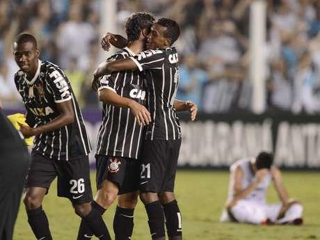 <p>Mesmo em plena Vila Belmiro, Corinthians pôs fim ao sonho do tetra santista</p>
