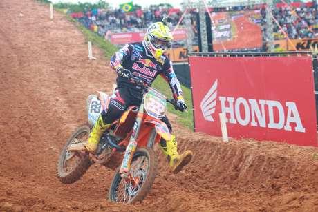 <p>Antonio Cairoli sobrou na disputa da MX1 e venceu com 3s de vantagem</p>