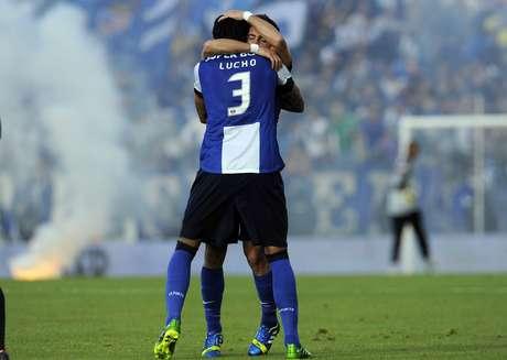 <p>Porto vence Paços de Ferreira fora de casa por 2 a 0 e conquista invicto o título do Campeonato Português</p>