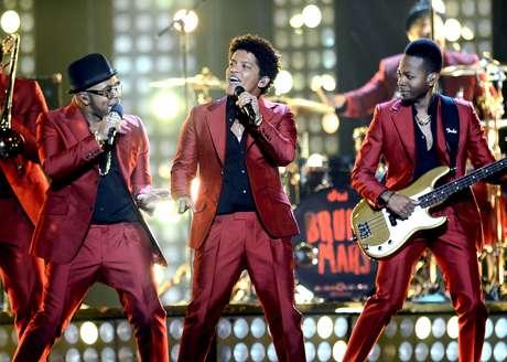 <p>Bruno Mars e sua banda,The Hooligans, se apresentarão no intervalo do Super Bowl, em 2 de fevereiro</p>