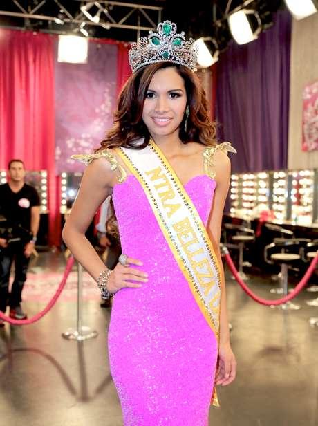 <p>Inesperada resultó la final de Nuestra Belleza Latina, donde la salvadoreña, Marisela Demontecristo, se impuso con la corona a pesar de no ser una de las candidatas que todos esperaban la obtuviera.</p>