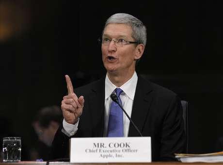 O CEO da Apple, Tim Cook, presta depoimento no Senado, após relatório acusar a empresa de deixar de pegar bilhões em impostos