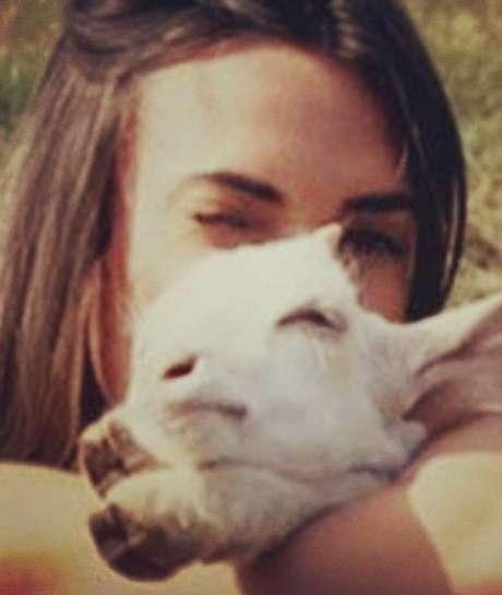 Nicole Bahls postou uma foto com uma cabra