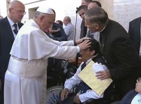 <p>No domingo, uma emissora de TV afirmou que o Papa tinha realizado o que parecia ser um exorcismo em um doente que assistia &agrave;&nbsp;missa na Pra&ccedil;a S&atilde;o Pedro</p>