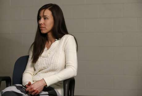 Arias ouve pergunta de jornalista durante a entrevista