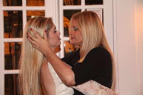<p>A modelo Bárbara Evans é filha de Monique Evans e contou que tem uma relação bem próxima com a mãe</p>