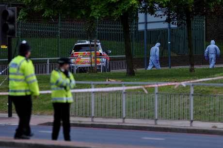 Um homem morreu e outras duas pessoas ficaram feridas em um ataque com um machete (tipo de facão) na região sudeste de Londres