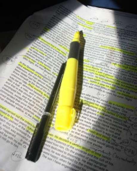 Segundo pesquisadores, apenas marcar trechos de textos não funciona para ajudar a memorização