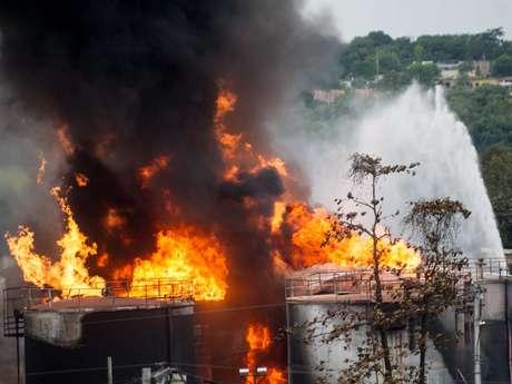 Incêndio se alastrou pelas ruas de Duque de Caxias