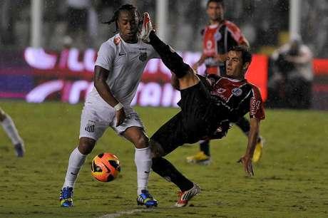 <p>Arouca está com dificuldades para renovar com Santos</p>