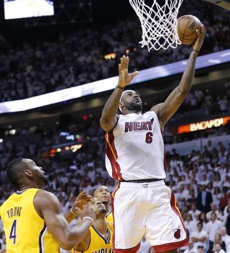 <p>LeBron James fez a cesta da vitória faltando 2s2 para o fim da prorrogação</p>