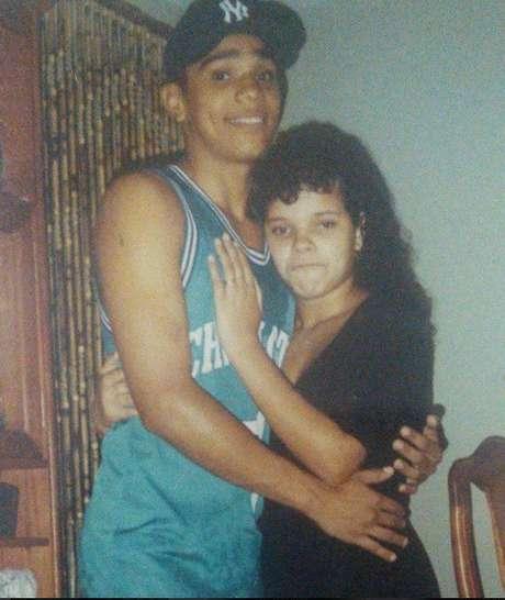 Branka Silva postou uma foto ao lado de Naldo, quando ainda eram mais jovens