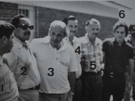 <p>Documentos exclusivos do Arquivo Nacional mostram que Jango (marcado com o nº 3 na imagem)era vigiado pelos militares, inclusive em momentos privados, como durante a festa de aniversário em que comemorou 55 anos</p>