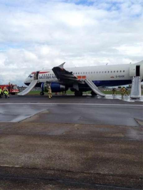 Avião é evacuado após pouso de emergência