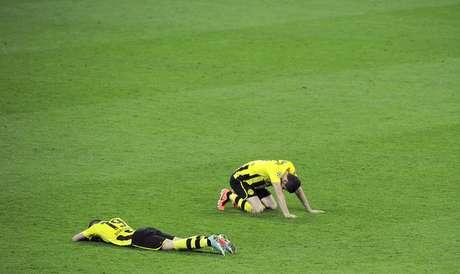 A tristeza pela derrota abate os jogadores do Dortmund