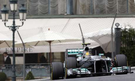 <p>Após julgamento, Mercedes foi punida pela FIA</p>