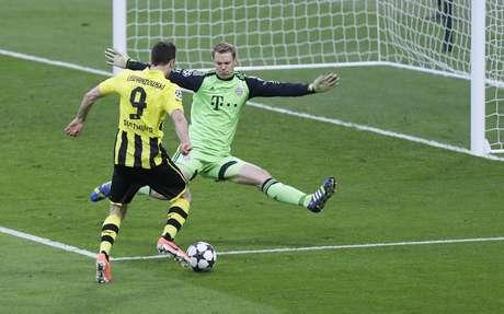 Neuer teve grande atuação no primeiro tempo, evitando gol de Lewandowski