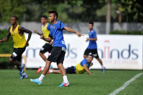 <p>Neymar anunciou acordo com o Barcelona e se despede do Santos</p>