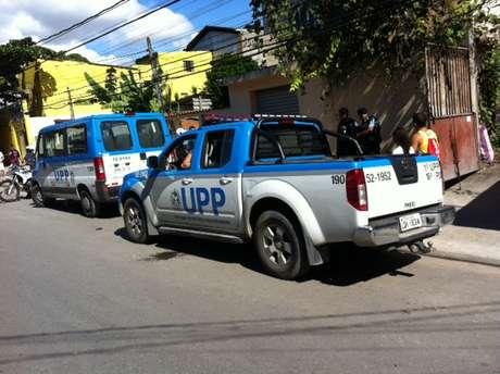 <p>Policiais da UPP e do Bope fazem buscas na região para encontrar responsáveis</p>