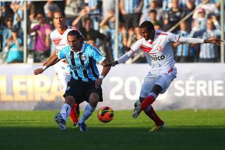<p>Clube equatoriano diz que não foi consultado em fevereiro sobre oferta por direitos de atacante em negociação entre Palmeiras e Grêmio; agora, exige ressarcimento</p>