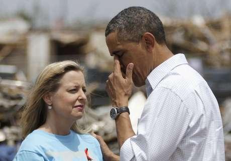 <p>Barack Obama visita as áreas afetadas pelo tornado que causou a morte de mais de 20 pessoas</p>