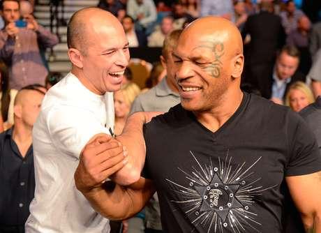 Lendas da luta, Royce Gracie e Mike Tyson compareceram ao UFC 160