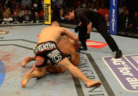 Cain Velasquez derrubou Pezão e conseguiu sua vitória por nocaute técnico