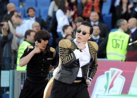 <p>Así como los cantantes tienen grandes momentos de gloria sobre el escenario, también han protagonizado episodios que no han sido nada agradables para ellos y desearían que nunca hubieran pasado. Tal es el caso de Psy, quien fue abucheado el domingo 26 de mayo, en el Estadio Oímpico de Roma, durante un espectáculo previo a la final de la Copa de Italia.</p>