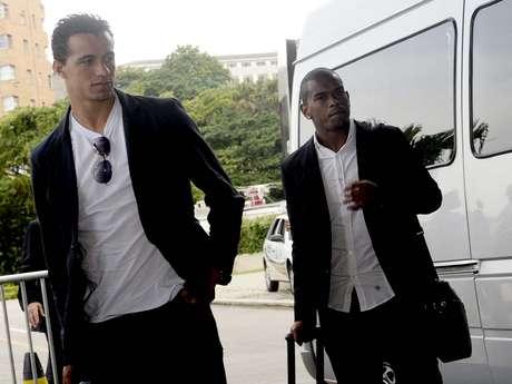 Leandro Damião, do Internacional, e Fernando, do Grêmio, chegaram juntos ao Hotel Sheraton