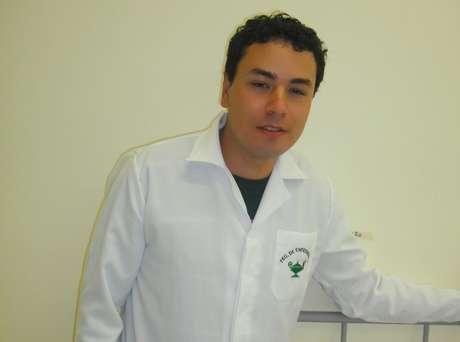 Edes de Mello Rosa, 28 anos, fez técnico em enfermagem, mas sonha em cursar medicina