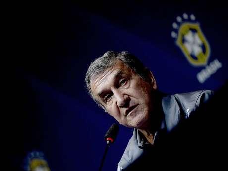 <p>Parreira explicou que a CBF autorizou que Neymar viaje a Barcelona e se apresente na segunda-feira</p>