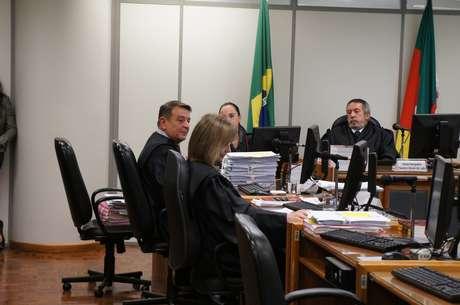 O relator do caso, desembargador Manuel José Martinez Lucas, foi acompanhado em sua posição por outros dois magistrados
