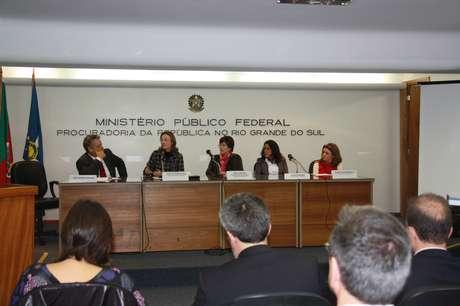 <p>João Vicente, filho de Jango, ao lado de Maria do Rosário eRosa Cardoso</p><p></p>