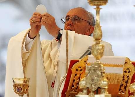 <p>El papa Francisco celebra la misa deCorpus Christi en la Basílica de San Juan de Letrán,en Roma</p>