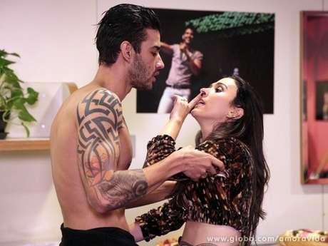 <p>Valdirene tenta seduzir Gusttavo Lima, mas leva um fora do cantor</p>