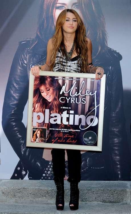 """<p>Debutó en la música con el álbum doble """"Hannah Montana 2 / Meet Miley Cyrus"""".</p>"""