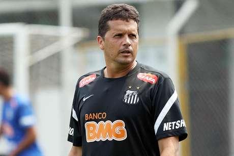 <p>Campeão da última Copinha, técnico Claudinei Oliveira segue interinamente no cargo desde a demissão de Muricy Ramalho</p>