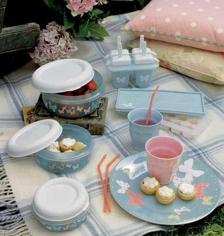 <p>Complementos para picnic con estampados de mariposa de Laura Ashley.</p>